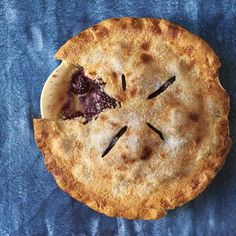 If you haven't eaten any blackberry pie yet, is it really summer? This perfectly easy blackberry pie comes together in a little more than an hour and Easy Pie Recipes, Fruit Recipes, Dessert Recipes, Cooking Recipes, Banana Recipes, Dessert Ideas, Yummy Recipes, Cake Recipes, Sweets