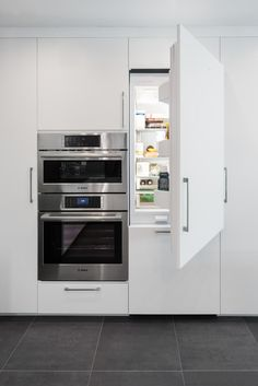 While the cooking appliances remain in the open, the Bosch refrigerator, freezer, and dishwasher are integrated into the cabinetry. Photo 4 of 5 in Designed to Disappear: The Case For the Minimal Kitchen. Browse inspirational photos of modern homes. Bosch Appliances, Retro Appliances, Cooking Appliances, Home Appliances, Electrical Appliances, Cooking Gadgets, Minimal Kitchen Design, Minimalist Kitchen, Built In Refrigerator