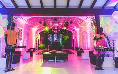 festa-neon-15-anos-10 Glow Party Decorations, Party Themes, Party Ideas, Neon Party, I Party, Neon Birthday, Birthday Parties, Sixteen Candles, Neon Glow