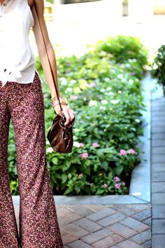 @Katie Leavitt from 'Running On Happiness' has amazing Hobo style!  Our Hannah cross body looks so fun & funky paired with those 70's inspired Palazzo pants.
