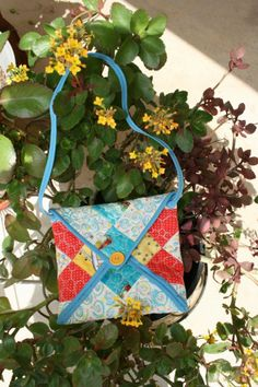 Envelope Bag Tutorial {52 Quilt Block Pick Up} Use a quilt block to make it! Simple and cute. patchwork posse