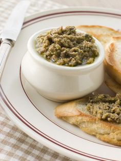 Use a food processor for easy blending & you have an amazing and delicious green olive tapenade. Tapas, Pesto, Green Olive Tapenade, Appetizer Recipes, Appetizers, A Food, Food And Drink, Eggplant Salad, Vegan Recipes