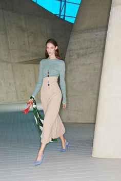 ecc13e014b Victoria Beckham Pre-Fall 2018 Collection Photos - Vogue Women s Runway  Fashion
