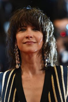 Fringe and shoulder length Sophie Marceau, Edie Campbell, Short Shag, French Actress, Layered Hair, Shoulder Length, Most Beautiful Women, Curls, Look