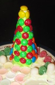 Edible Christmas Trees...Yum, and so much fun for the kids ! sugar cone, icing, candies