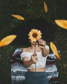 New photography inspiration portrait tips Ideas Girl Photography Poses, Creative Photography, Photography Flowers, Hippie Photography, Vintage Photography, Sunflower Photography, Photography Courses, Fashion Photography, Tumblr Aesthetic Photography