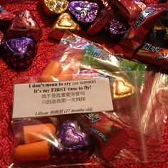 Treat bags for a long airplane ride~ a little note with earplugs & heart chocolate. Hope the neighbors on the airplane have a kind heart if my baby cries!