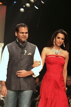 Our designer Yash Agarwal with Malaika Arora during IIJW 2011