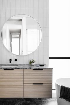 Modern Bathroom Design for Homes and Gardens Minimal Bathroom, Modern Bathroom, Small Bathroom, Master Bathroom, Tile Bedroom, White Bathrooms, Interior Design Kitchen, Modern Interior Design, Bathroom Interior