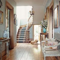 House tours, town house, farm house, hallway inspiration, interior design i Georgian Interiors, Georgian Homes, Hallway Inspiration, Interior Design Inspiration, Hallway Ideas, Home Interior, Interior And Exterior, Cottage Stairs, Victoria Magazine
