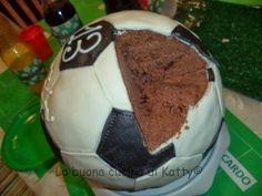 La buona cucina di Katty: Torta Pallone da calcio - Cake Soccer ball