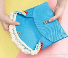 Cartera de mano sin costuras con un mantel individual Seamless handbag with an individual tablecloth Diy Clutch, Diy Purse, Clutch Bag, Diy Bags Purses, Purses And Handbags, Diy Handbag, Handmade Bags, Creations, Crochet Patterns