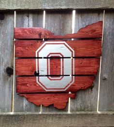 Recycled Pallet Ohio State Buckeyes by IronBarkDesigns on Etsy Buckeyes Football, Ohio State Football, Ohio State University, Ohio State Buckeyes, Oklahoma Sooners, American Football, College Football, Football Team, Ohio State Crafts