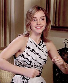 Gif Emma Watson can be sexy and dorky at the exact same time. She is magical.