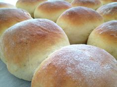 Panecillos de leche esponjosos Pan Bread, Bread Cake, Bread Recipes, Cooking Recipes, Mexican Bread, Chilean Recipes, Donuts, Empanadas, Dinner Rolls