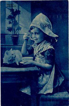pc meisje volendammer muts poes 1909 by janwillemsen, via Flickr