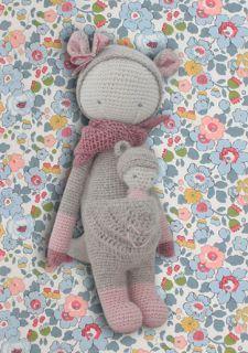 Résultat du crochet-test par Lucille de www.abeletcalin.fr : une superbe poupée Lalylala toute en douceur et en finesse ! Bravo Lucille, le résultat est magnifique !