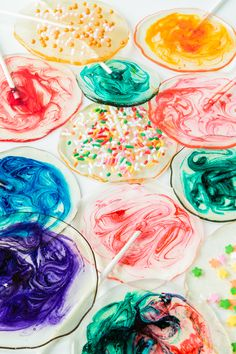 DYI Homemade Boozy Lollipops with colorful swirls - easily customizable with food colorings, alcohol, & flavor extracts.  Click for recipe.