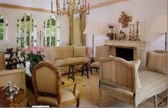 European Inspired Interior Design Inspiration: Pamela Pierce Designs - Hello Lovely - Pamela Pierce designed living room in her own European country home filled with antiques and white. French Decor, French Country Decorating, Houston, French Country Living Room, Country French, Country Style, Living Room Designs, Living Rooms, Family Rooms