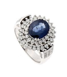 Saphir-Brillant-Ring WG 585/000 ungest., gepr., mit einem oval fac. Saphir 9,4 x 7,8 mmund 78 Brilla — Schmuck