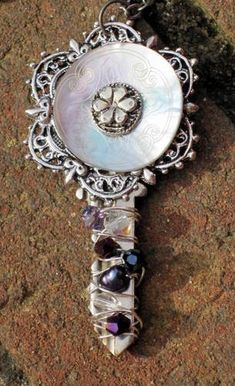 awesome altered key jewelry by EyeofMazikeen on craftster