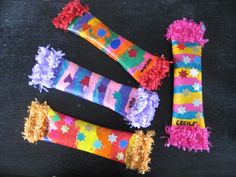 schuddoosjes knutselen - Google zoeken Projects For Kids, Diy For Kids, Cool Kids, Crafts For Kids, Instrument Craft, Clown Hat, Carnival Masks, Colorful Feathers, Music For Kids