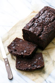 FINALLY I can eat cake for breakfast... this Double Chocolate Banana Bread is incredibly decadent and satisfying.