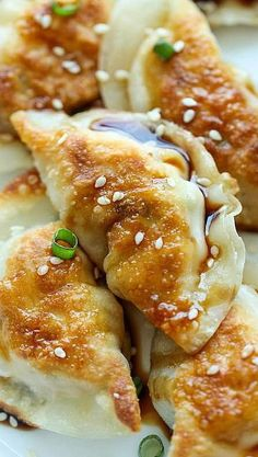 Sesame Chicken Potstickers – These are unbelievably easy to make. And they'r… Sesame Chicken Potstickers – These are unbelievably easy to make. And they're freezer-friendly too, perfect for those busy weeknights! I Love Food, Good Food, Yummy Food, Tasty, Great Recipes, Favorite Recipes, Recipe Ideas, Asian Cooking, Asian Recipes
