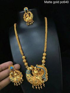 Jewellery Coral Jewelry, India Jewelry, Temple Jewellery, Gold Bangles, Gold Earrings, Indie, Bollywood, Gold Pendent, Gold Platinum