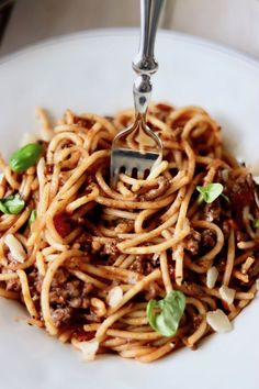 Najlepsze spaghetti bolognese wg przepisu z Old Plates, Old Recipes, Meals, Dinners, Tasty, Food And Drink, Vegetables, Cooking, Ethnic Recipes