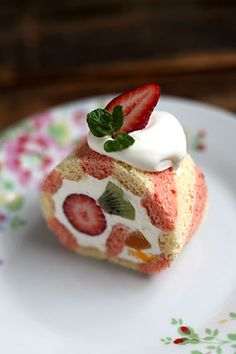 Fruits and Cream Cake Roll (Japanese-style Swiss Roll)|ストライプ生地のフルーツロール ♥ #Dessert #food #VistocheBuono