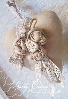 Le rose sono la mia passione, le trovo molto eleganti e decorative e ovviamente molto romantiche , perfette per impreziosire cuori in l...