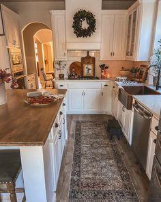 All White Kitchen, Cozy Kitchen, Kitchen Items, Home Decor Kitchen, Kitchen Reno, Home Kitchens, Kitchen Remodel, Open Kitchen, Kitchen Feature Wall