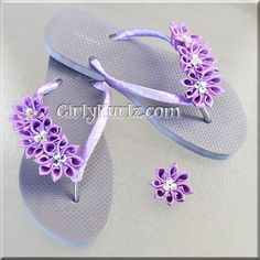 ABSOLUTELY GORGEOUS!!! Your feet will be soooo pretty in these purple kurly Kanzashi flip flops (flip flop is gray). Straps are wrapped with double faced satin ribbon in purple. Each flip flop has 3 i