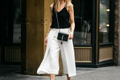White Culottes are classy versatile and a piece that every wardrobe needs. White Culottes, Summer Outfits, Classy, Street Style, Crop Tops, How To Wear, Beauty, Fashion, Moda