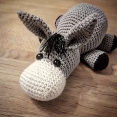 æsel Endnu en opskrift 🙌 – @Garnialt Easy Crochet Patterns, Diy Crochet, Crochet Toys, Crochet Baby, Cross Stitch Patterns, Knitting Patterns, Drops Design, Knitted Animals, Amigurumi Doll