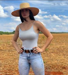 Image may contain: one or more people, people standing and outdoor Hot Country Girls, Country Women, Vaquera Sexy, Looks Pinterest, Teen Girl Poses, Muslim Women Fashion, Sexy Cowgirl, Sexy Jeans, Athletic Women
