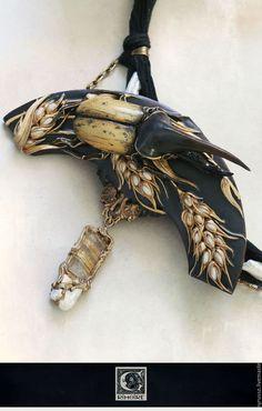 Купить или заказать Dynastes hercules lunata в интернет-магазине на Ярмарке Мастеров. Дрожащим лучом бледнеющего солнца припадёт к земле поникший пустой колос, обледенеет, захлопнется в хрустальной клетке. Чёрным лезвием серпа уберёт поздний урожай голодный степной пожар. Светлой грустью надломятся мраморные ступени клавира, бессильно опустятся клавиши, ослабнут струны. Сгорят в лихорадке пунцового заката бумажные балерины, почернеют от золы оловянные облака.
