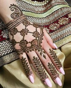 Mehndi henna designs are searchable by Pakistani women and girls. Women, girls and also kids apply henna on their hands, feet and also on neck to look more gorgeous and traditional. Finger Henna Designs, Mehndi Designs Book, Mehndi Designs 2018, Modern Mehndi Designs, Mehndi Designs For Beginners, Mehndi Design Photos, Mehndi Designs For Fingers, Beautiful Henna Designs, Simple Mehndi Designs
