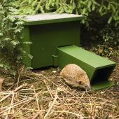 Egel nestkast / Hedgehog home Diy Hedgehog House, Hedgehog Box, Wildlife Decor, Wildlife Nature, Fun Crafts For Teens, Garden Bugs, Garden Animals, Nesting Boxes, Private Garden
