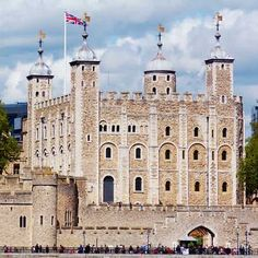 Discover A Thousand Years of History With These Tower of London Tours Notting Hill London, Hyde Park London, London City, London Food, London Street, Tower Of London Tickets, Tower Bridge London, London Shopping, London Travel