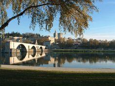 Avignon, France  sur le pont d'Avignon!!