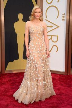 5/6) Nuestras favoritas en la alfombra roja de los #Oscars2014: Cate Blanchett en Armani -->