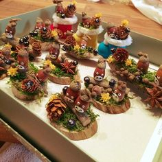My Desk/ダイソー/ハンドメイド/まつぼっくり/どんぐりトトロ/マックロクロスケ...などのインテリア実例 - 2016-12-04 07:44:10   RoomClip (ルームクリップ) Acorn Crafts, Pumpkin Crafts, Diy And Crafts, Crafts For Kids, Christmas Decorations, Christmas Ornaments, Nature Crafts, Fall Diy, Totoro