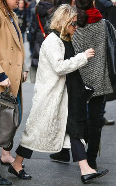 Ashley Olsen Style, Olsen Twins Style, Mary Kate Ashley, Mary Kate Olsen, Elizabeth Olsen, Habit Vintage, Olsen Fashion, Cropped Flare Pants, Crop Flare
