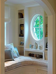 I'm pretty sure if I had this reading nook, I'd never leave. Sigh....
