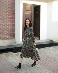 The 6 trendiest shoe styles for long dresses daily fashion, fashion, korean fashion Style Outfits, Mode Outfits, Skirt Outfits, Fall Outfits, Modest Fashion, 90s Fashion, Korean Fashion, Fashion Dresses, Daily Fashion