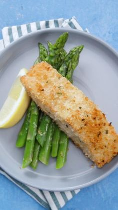 Cheesy Recipes, Easy Healthy Recipes, Seafood Recipes, Healthy Snacks, Easy Meals, Cooking Recipes, Healthy Smoothies, Parmesan Crusted Salmon, Garlic Parmesan
