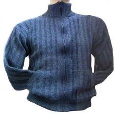 Blaue Herren Rollkragen #Strickjacke aus warmer und weicher #Alpakawolle gestrickt.
