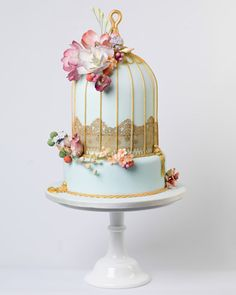 A birdcage style wedding cake perfect for a vintage wedding